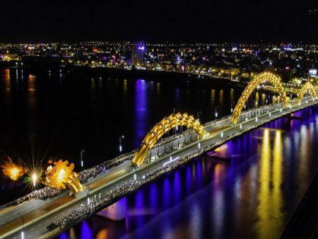 Cầu Rồng Đà Nẵng nằm ở đâu và phun lửa lúc mấy giờ?